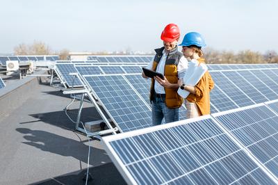 Photovoltaikanlage auf dem Dach (Foto: shutterstock)