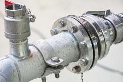 Wasserwerk weiterhin außer Betrieb – Versorgung kann in einigen Stadtteilen nicht mehr aufrecht gehalten werden – Stadtwerke stellen vorsorglich Trinkwasser-Behälter auf